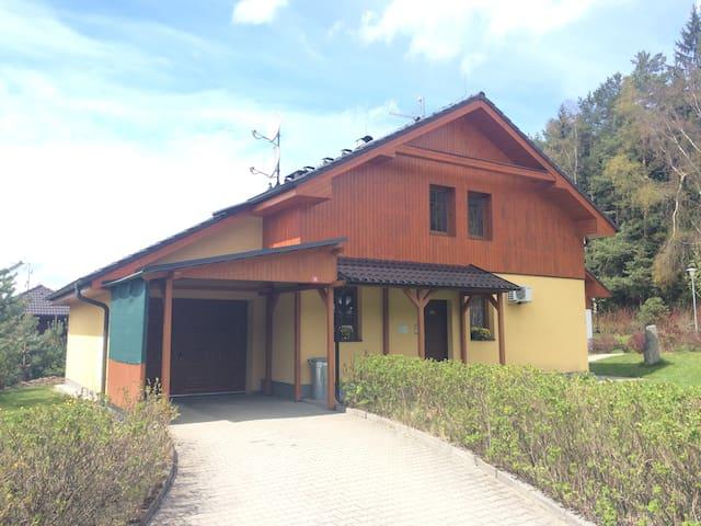 Villa Lanovka Lipno 200 - pohled na dům.