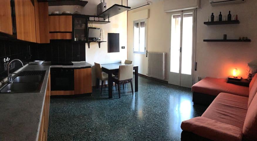 Bologna, Silenzioso e Accogliente Appartamento - Prunaro - Apartament