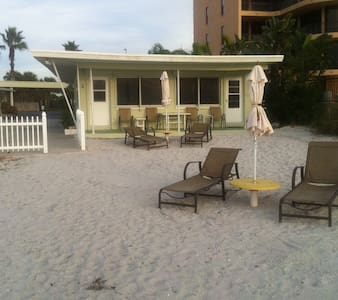 *GROUND FLOOR DIRECT BEACHFRONT COTTAGE!!* - Indian Shores