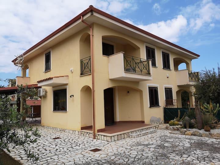Villagrazia di Carini (PA) , villa 300mt. dal mare