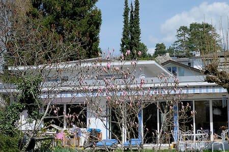 Villa  cozy, tranquilité absolue - โลซาน