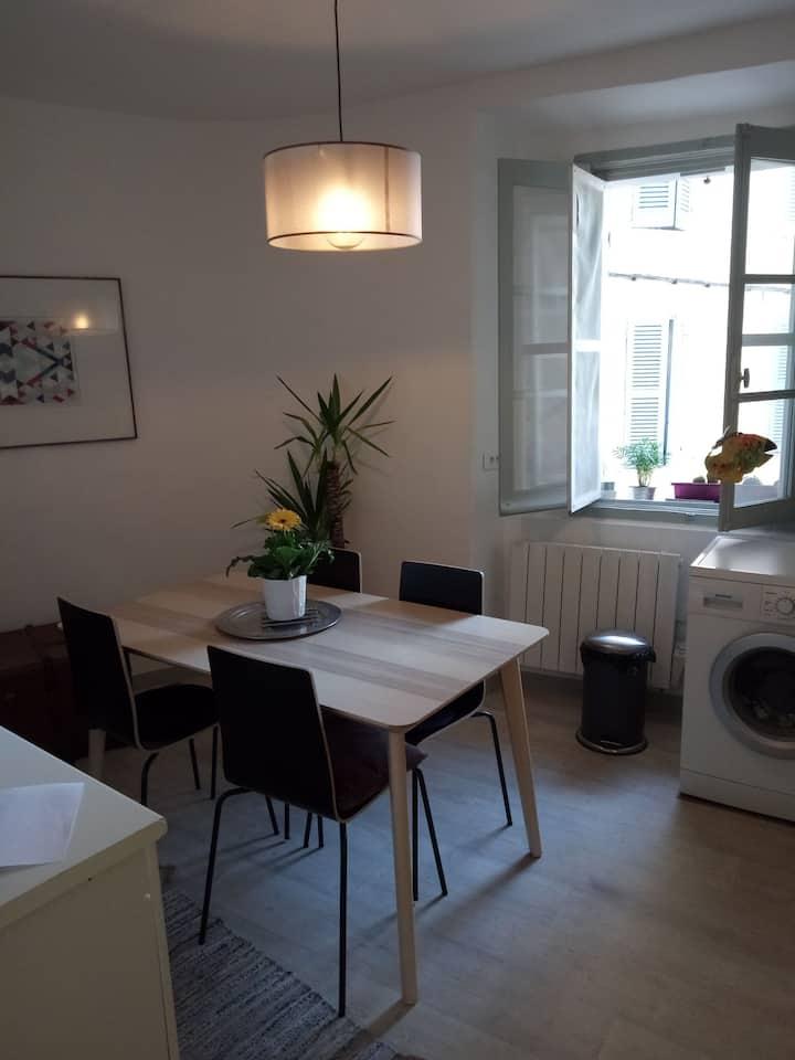 Petit appartement typique de village provençal