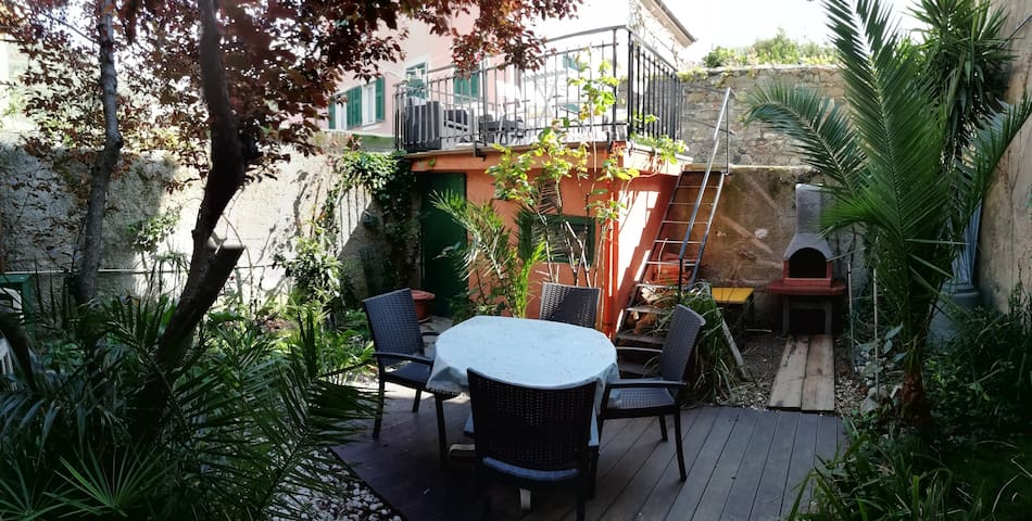 APARTMENT GARDEN,TERRACE,GARAGE 011017-LT-0486