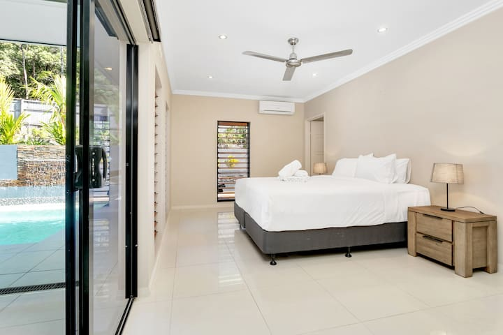 The master bedroom benefits from a premium king-sized bed and comes with its own well-appointed ensuite bathroom.