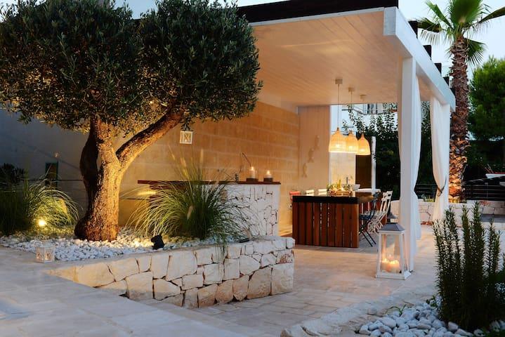 NILU: Front beach villa & hydro pool. Monopoli - Monopoli