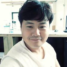 Jaewoo is the host.