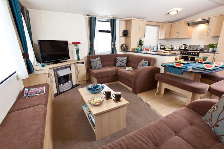 3 BED LUXURY CARAVAN (SLEEPS 8) - East Lothian