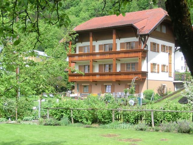 Gästehaus in Seenähe und Bergblick - Steindorf am Ossiacher See - Ház