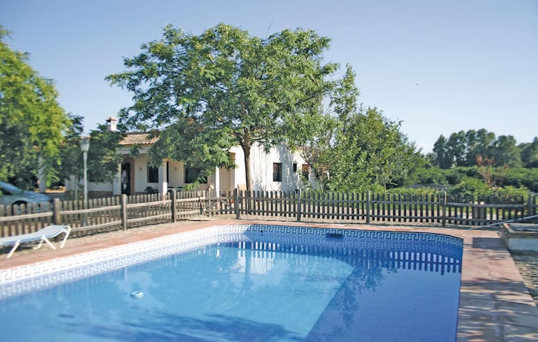Holiday cottage with 4 bedrooms on 100 m² in Almodóvar del Río