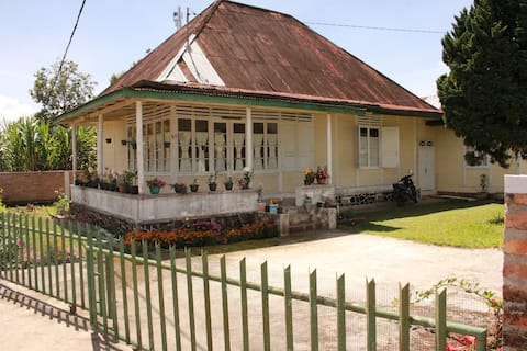 Yellow house in Matur