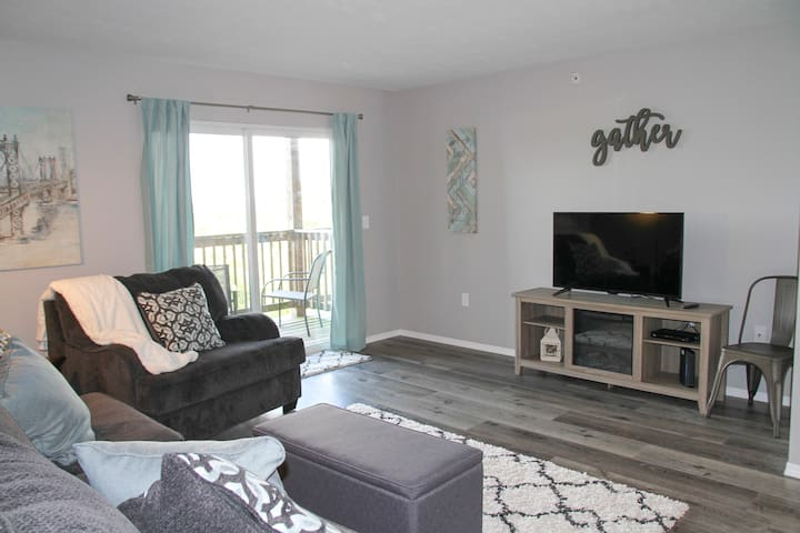 WALK IN unit, renovated, view of ferris wheel show