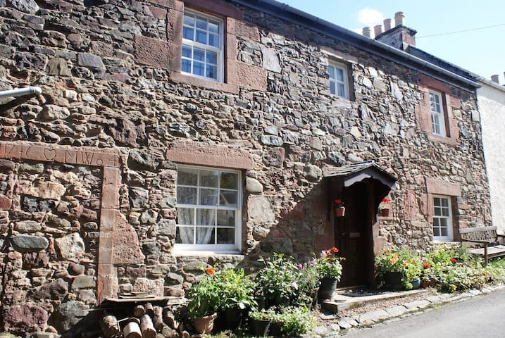 Rowanberry Holidays - Perfectly located Cottage