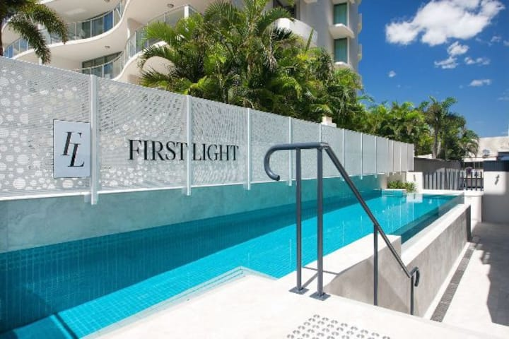 NEW Apartment 1 minute walkto Mooloolaba Beach/CBD