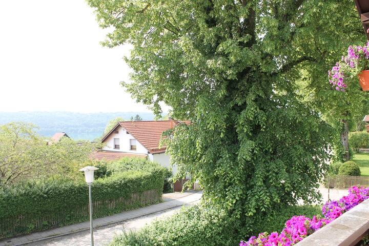 Gemütliches Zimmer am Pilsensee mit kleinem Garten