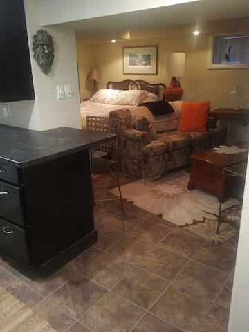 Comfy suite w/private entrance close to downtown! - Guelph - Dom