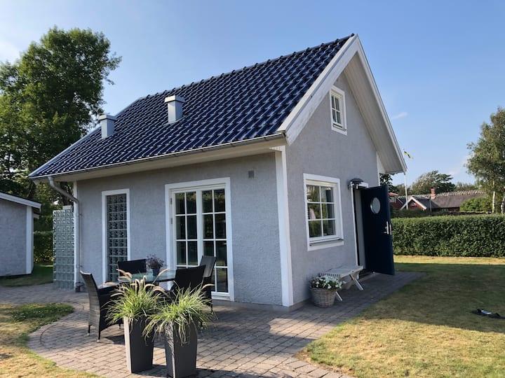 Eget hus med uteplats nära strand i Falkenberg