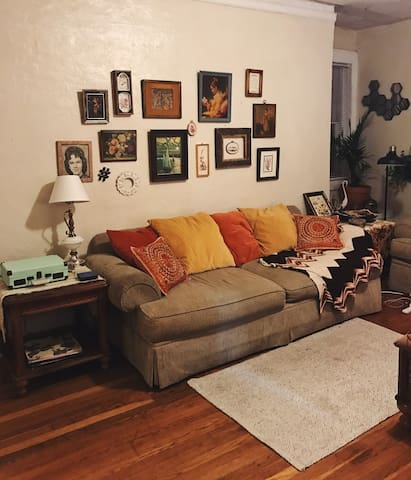 Sunny vintage apartment in historic neighborhood. - Birmingham - Apartment