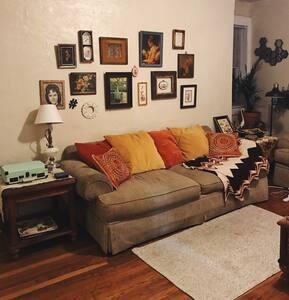 Sunny vintage apartment in historic neighborhood. - เบอร์มิงแฮม - อพาร์ทเมนท์