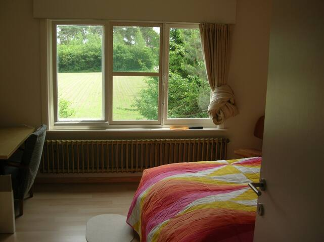 Leuven, outside town, quiet, free parking, nature - Leuven - Huis