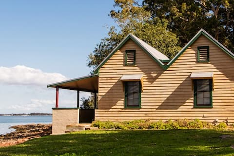 Tahlee Waterfront Cottage