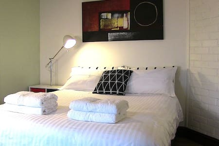Olympic Studio near Sydney Olympic Park - North Strathfield - Villa