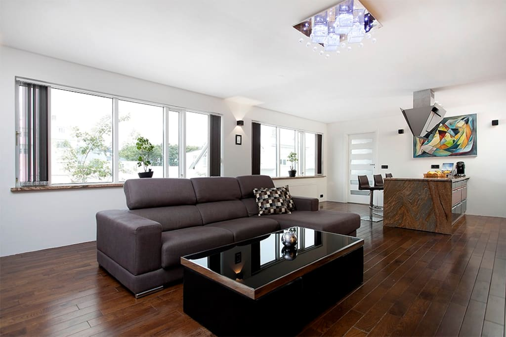 Large living room with dining table for 5 people.