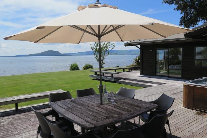 Absolute Lakefront Waikuta Lodge Rotorua