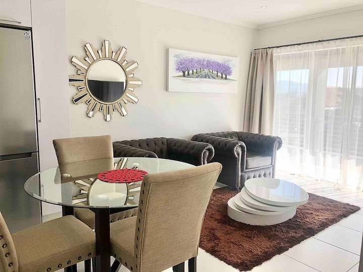 Luxurious one bedroom apartment in Lonehill.