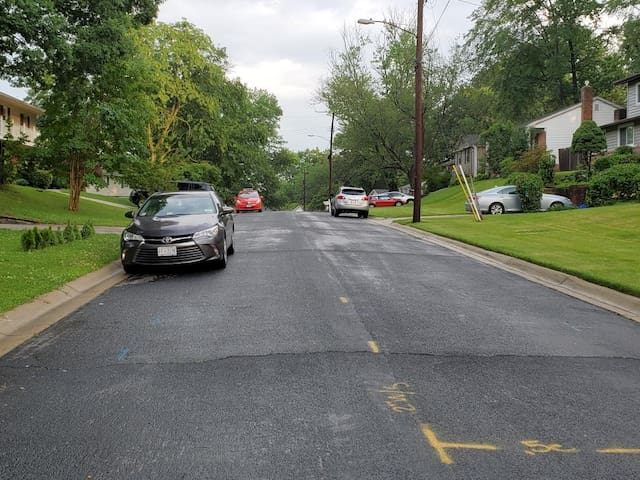 Street parking on corner of Northcrest Drive and Timberline Road