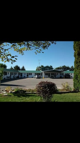 Silver Motel. A quiet Motel with the country feel.