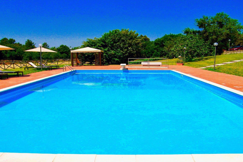 Villa Vallocchia + Lodge/sleeps 18