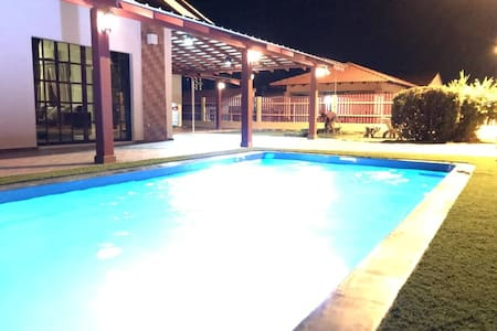 JJ's Escape: A Homely Vacation Villa with a Pool!