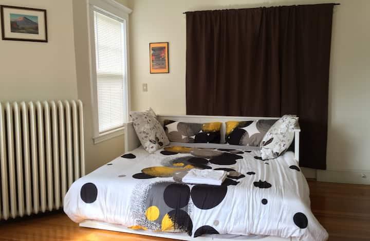 A large pleasant bright room near longwood