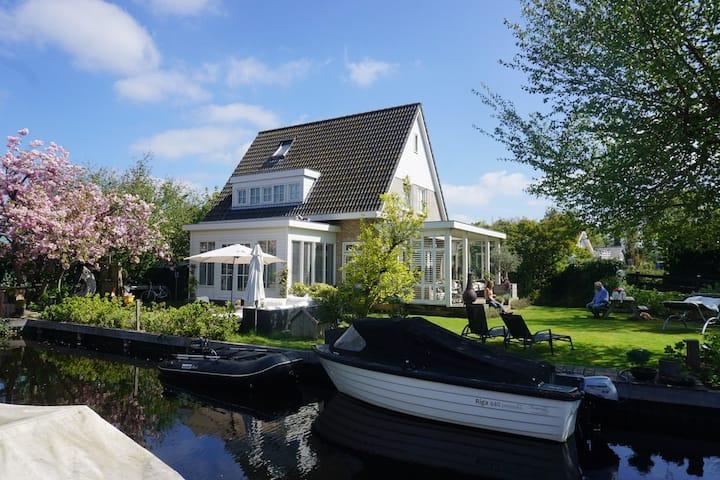 Luxury Lake house Vinkeveen. Boat optional.