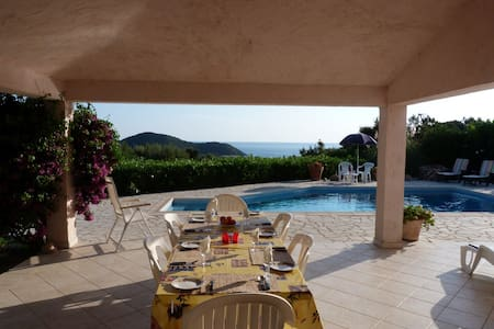 Spacious villa with aircon, beach views and pool - Zonza
