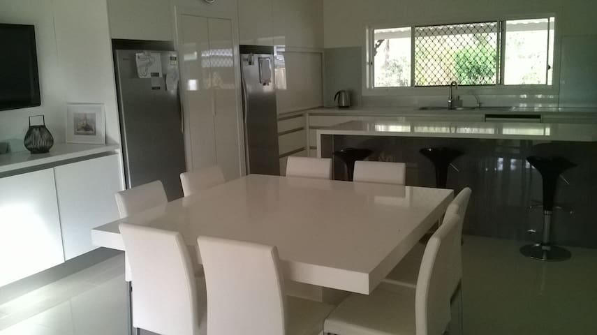 Room on small acreage property North Brisbane - Warner - บ้าน