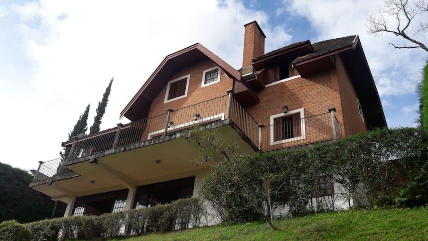 Casa e Vista Privilegiadas no Alto do Capivari