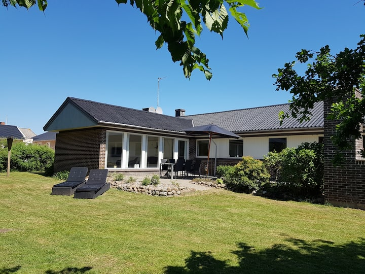 Large 164 m² summerhouse,  next to habor and water