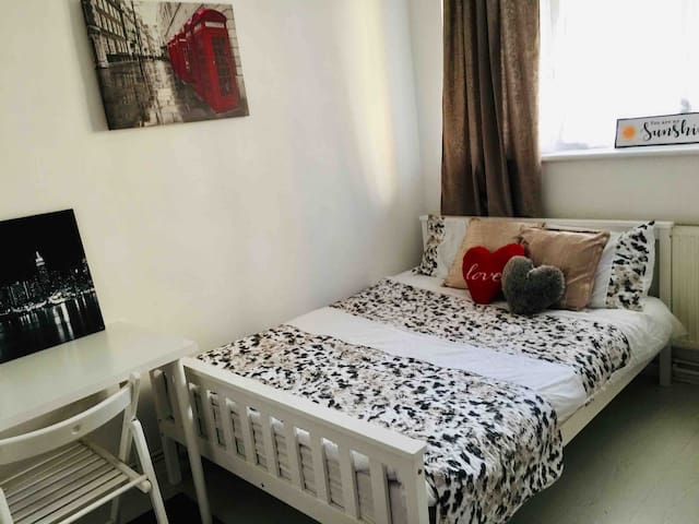 Comfy room in central London(2),Canary Wharf,Metro
