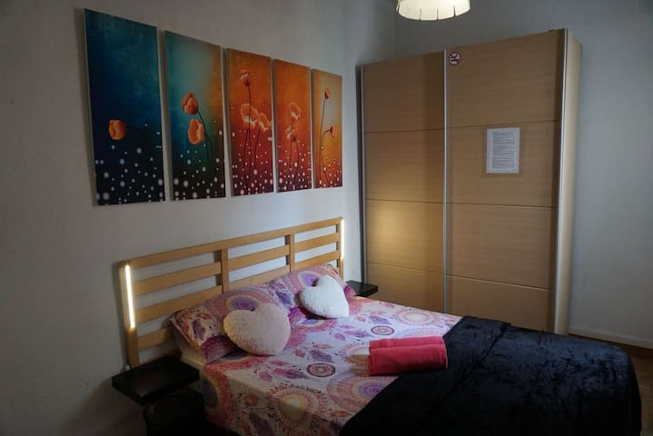 LOVELY DOUBLE ROOM IN BARCELONA CENTER 2