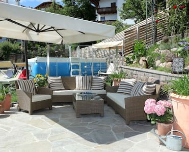 """Cosy Apartment """"Die Gartenwohnung"""" with Mountain View, Wi-Fi & Terrace; Parking Available"""