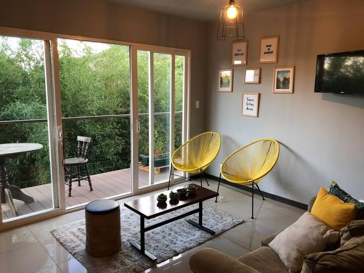 Eco Apartamento full amueblado Santa Ana retreat