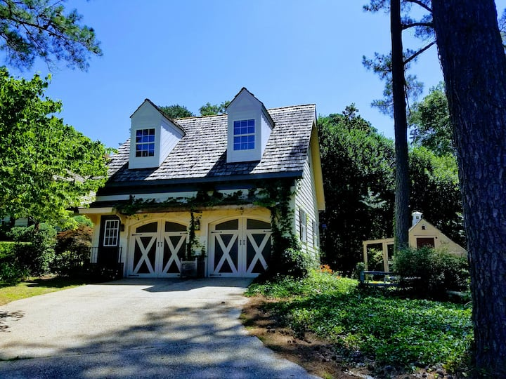 Carriage House at Bracken in Downtown Location