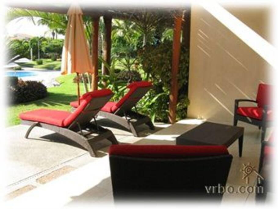Garden-side outdoor living space