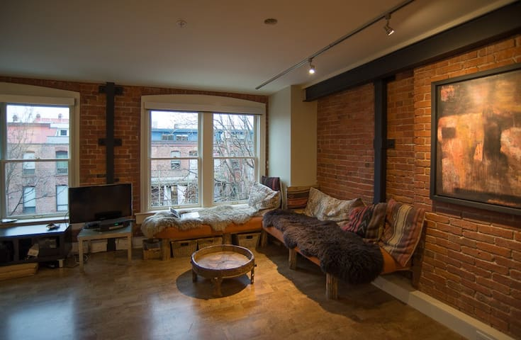 Art Loft in the Heart of Victoria's Old Town