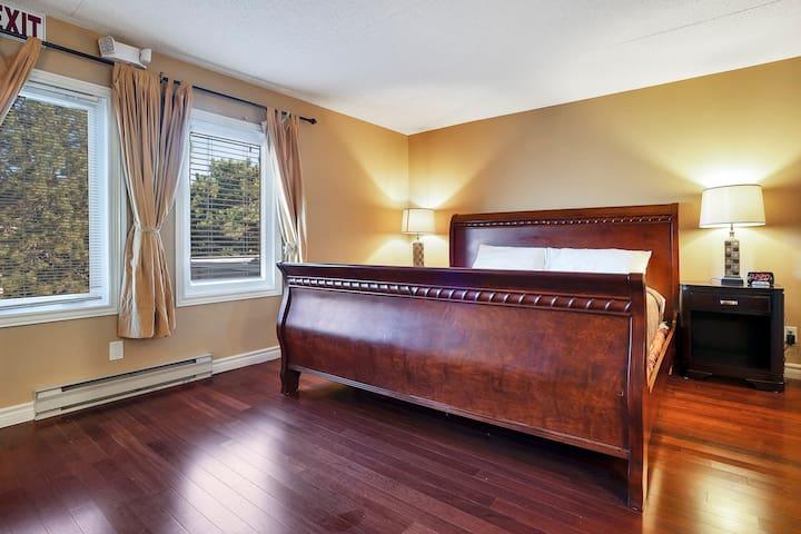 Bedroom 3 - King Bed - 2nd Floor