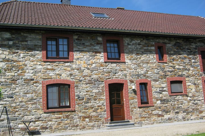 Cozy apartment in an authentic building, well located in the Eastern Ardennes