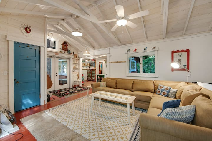 Charming and colorful cabin w/furnished deck and forest views!