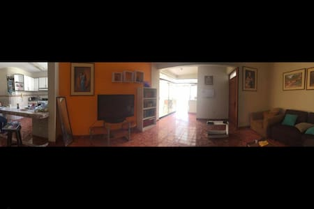 Private Room Surco in big shared Apt :) - Lima