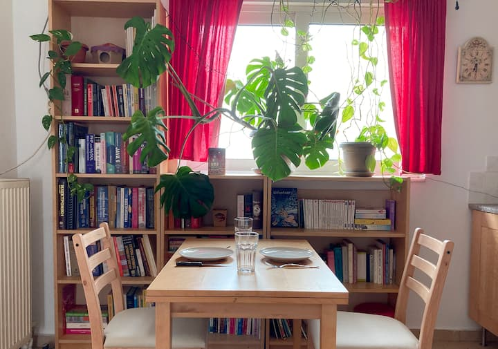 Booklovers' green apartment